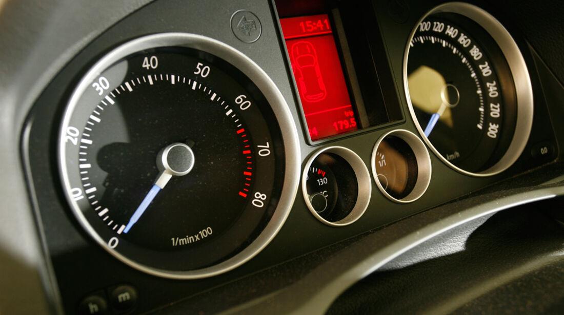 VW Golf V R32 14