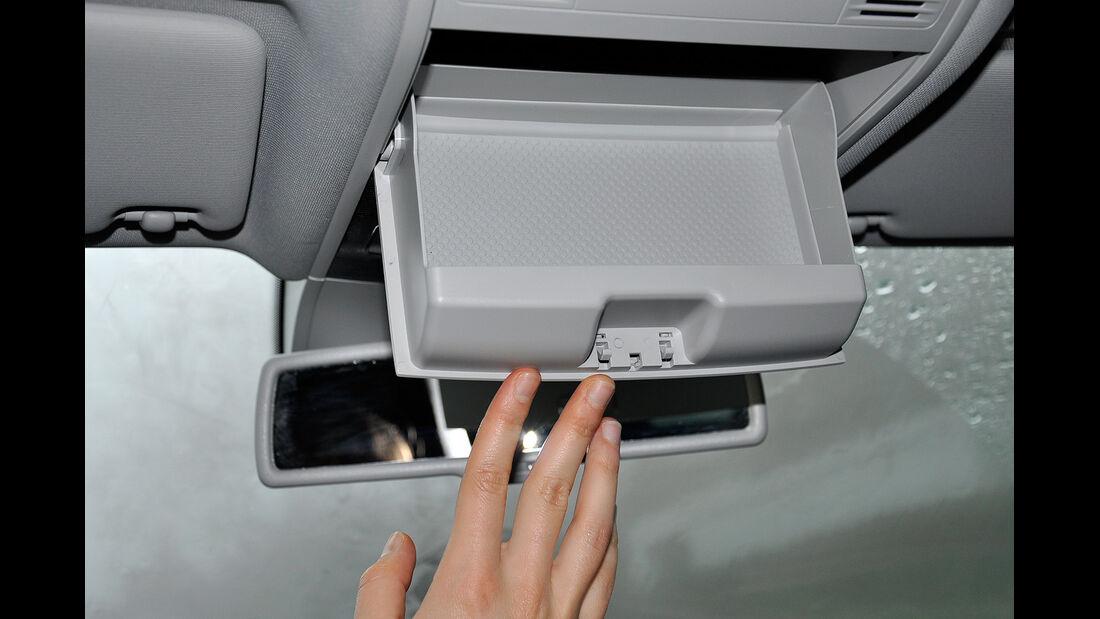 VW Golf VII, Innenraum, Brillenfach