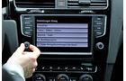 VW Golf VII, Innenraum, Mittelkonsole, Touchscreen