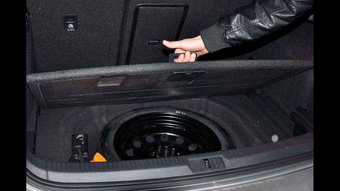 VW Golf VII, Kofferraum, Erstazreifen