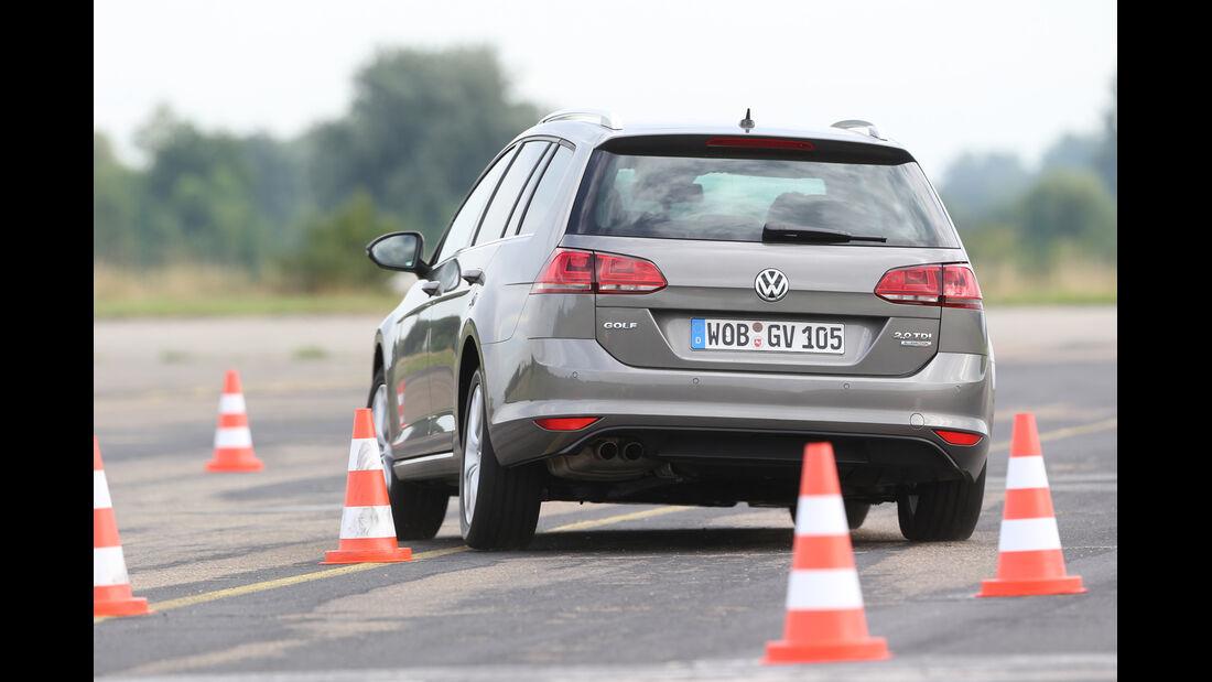 VW Golf Variant 2.0 TDI, Heckansicht, Slalom