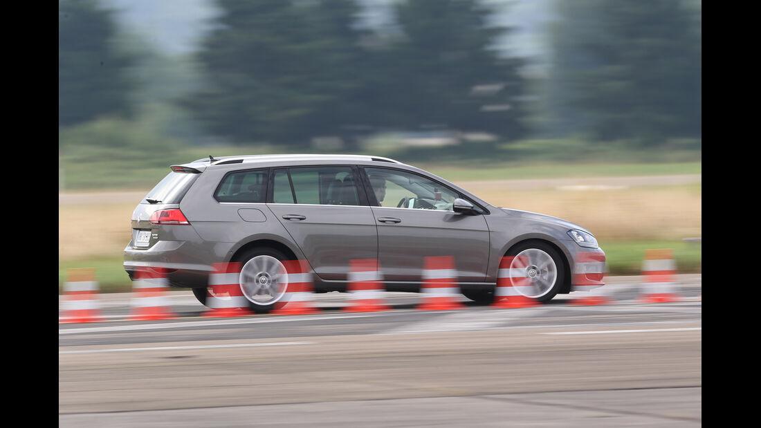 VW Golf Variant 2.0 TDI, Seitenansicht, Bremstest