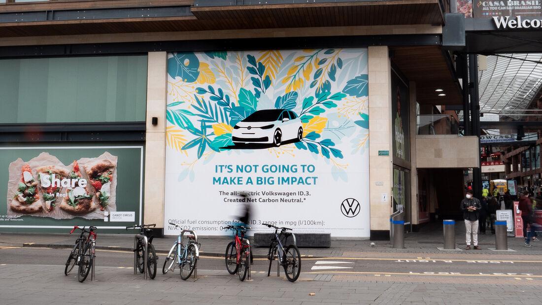 VW-ID.3-Werbung in Bristol mit Airlite-Zeichnung