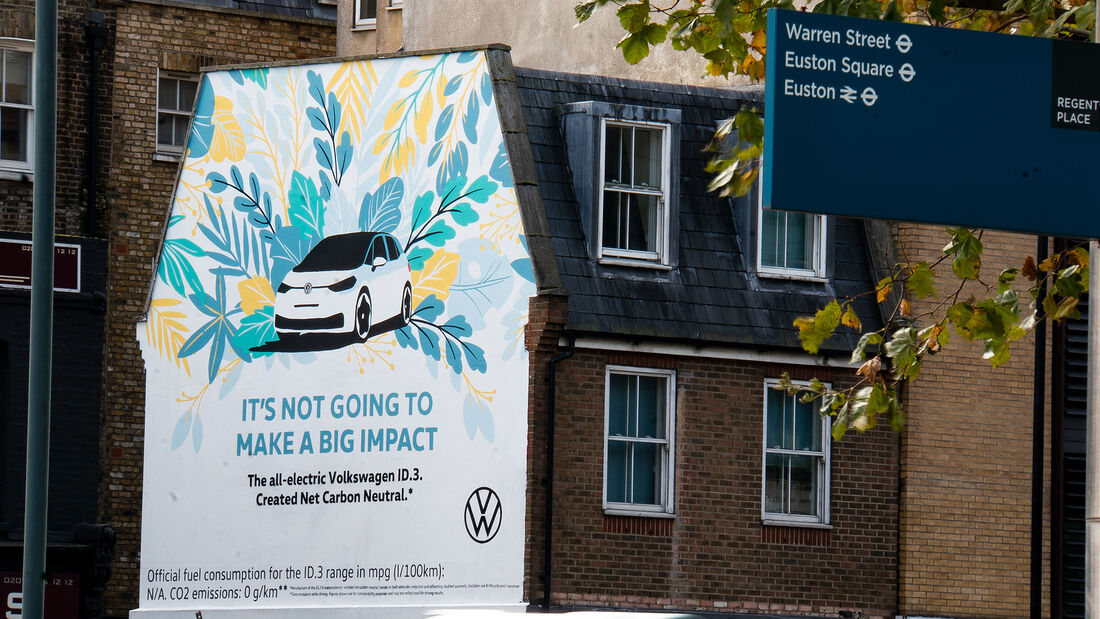 VW-ID.3-Werbung in London mit Airlite-Gemälde
