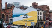 VW-ID.3-Werbung in Manchester mit Airlite-Gemälde