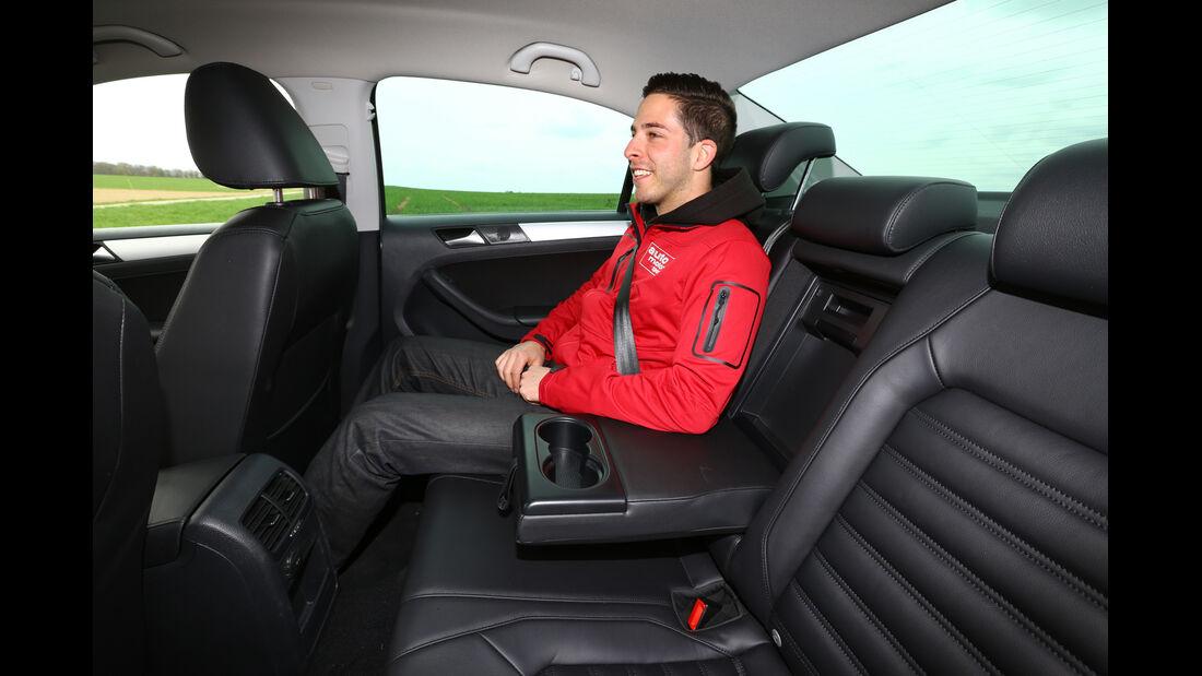 VW Jetta Hybrid, Rücksitz, Beinfreiheit