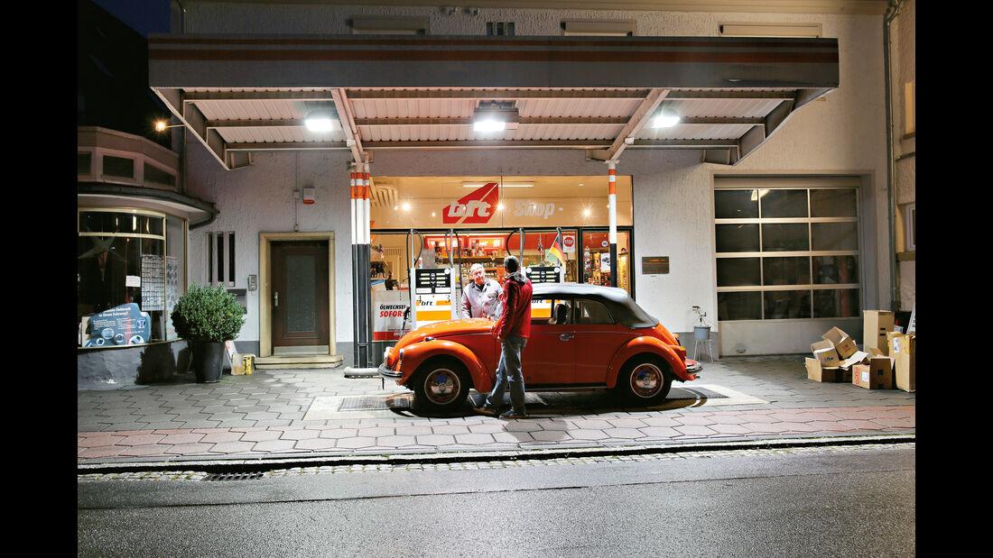 VW Käfer 1302 LS Cabriolet, Tankstelle