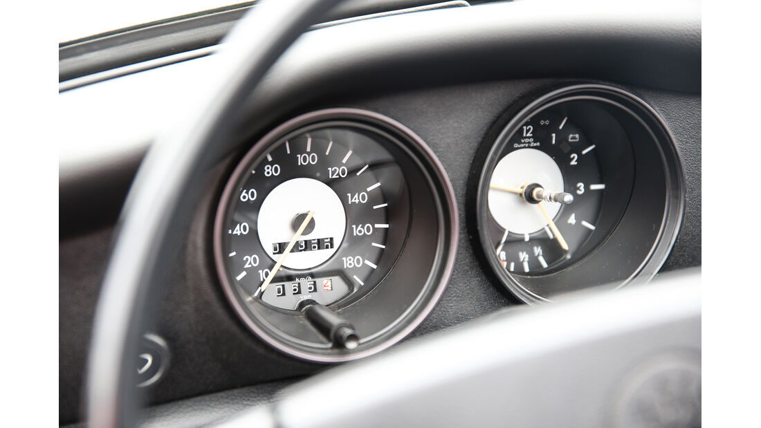 VW Karmann Ghia, Rundinstrumente
