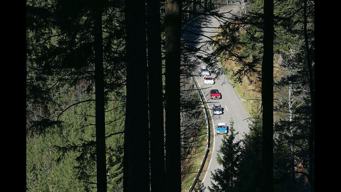 VW Mille-Miglia-Käfer, BMW 2002 ti Rallyeversion, Ford RS200, Opel Commodore GS, Toyota Corolla WRC, von oben
