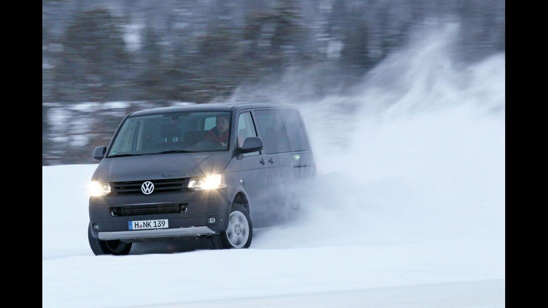 VW Multivan 2.0 TDI 4Motion, Seitenansicht, Driften