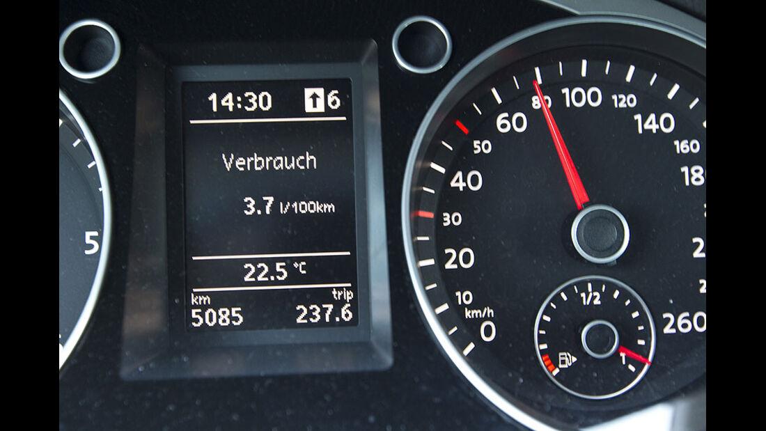 VW Passat Blue TDI Armaturen