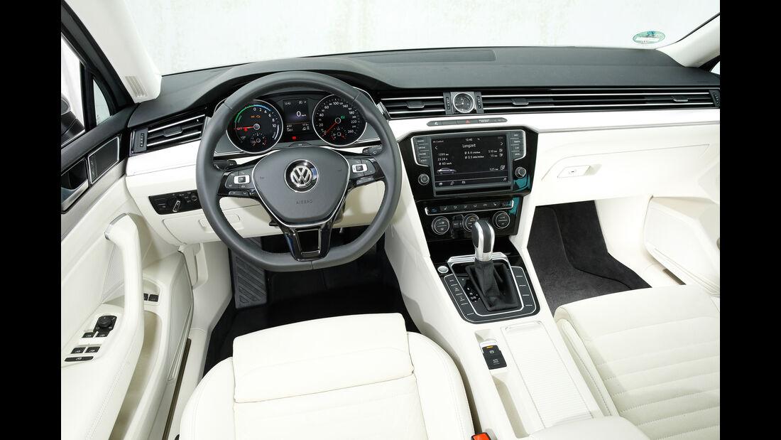 VW Passat GTE, Cockpit
