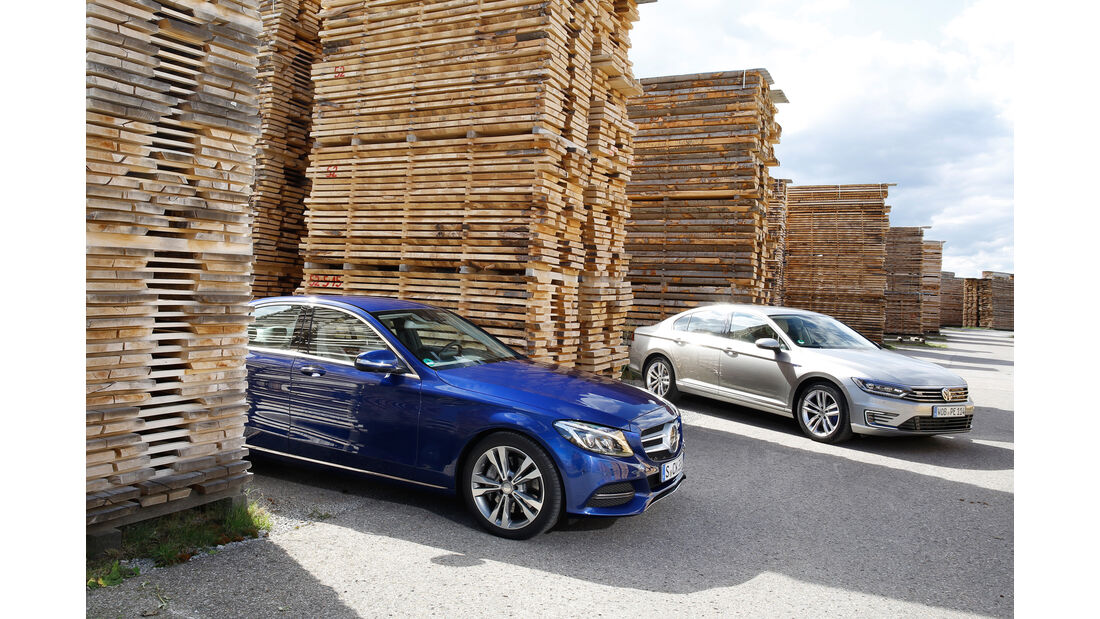 VW Passat GTE, Mercedes C 350 e, Seitenansicht