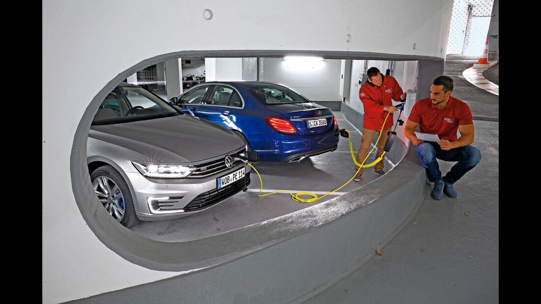 VW Passat GTE, Mercedes C 350 e, Stromzufuhr