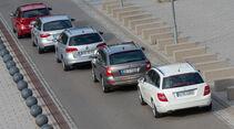 VW Passat Variant 2.0 TDI Highline, BMW 320d Touring Sportline, Audi A4 Avant 2.0 TDI Ambition, Mercedes C 220 CDI T Avantgarde, Skoda Superb Combi 2.0 TDI Eleg., Seitenansicht