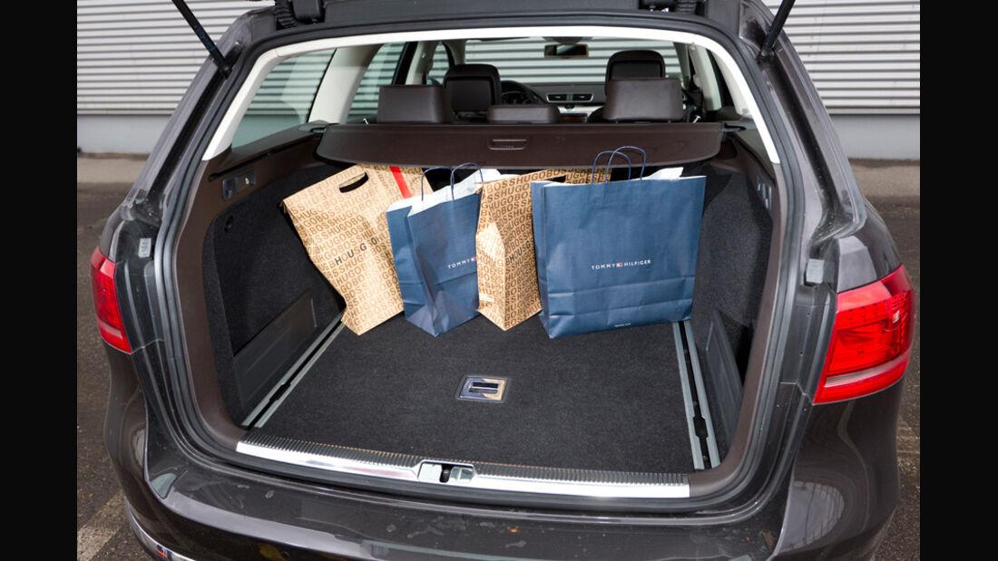 VW Passat Variant Blue TDI Highline, Kofferraum, Ladefläche