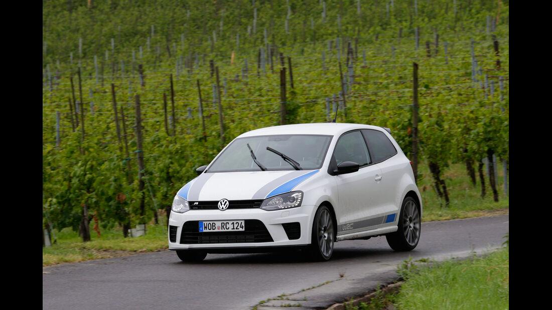 VW Polo R WRC, Heckansicht, Mechaniker