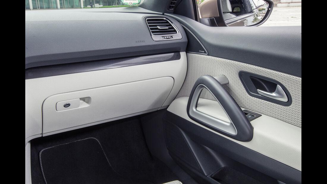 VW Scirocco 2.0 TSI, Türinnenseite, Handschuhfach