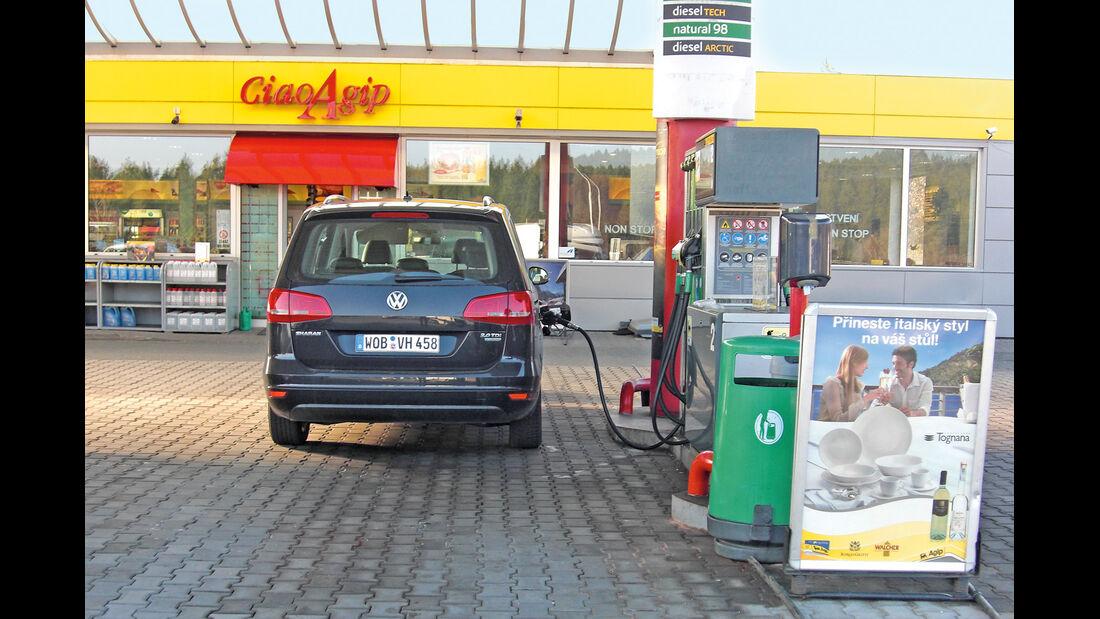 VW Sharan 2.0 TDI, Tankstelle