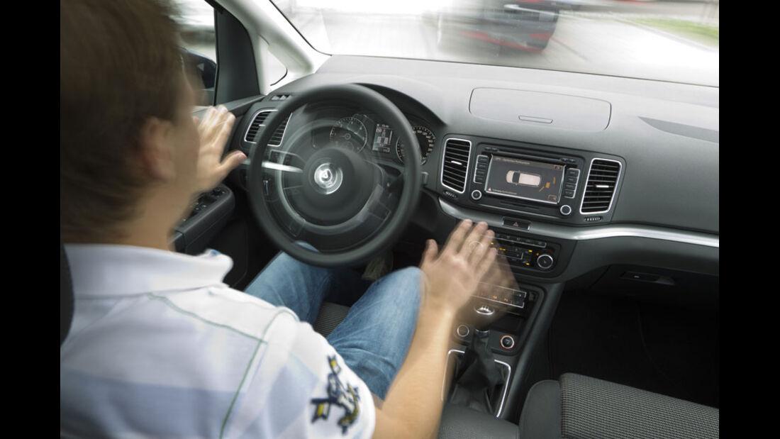 VW Sharan, Cockpit, Einpark-Assistent