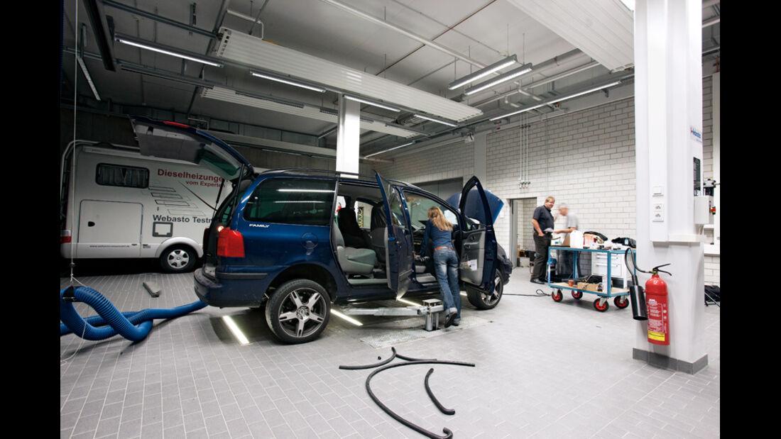 VW Sharan, Seitenansicht, Werkstatt