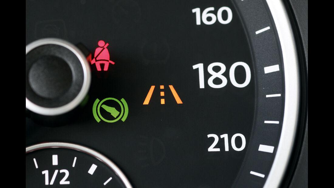 VW Tiguan 2.0 TSI 4motion Sport & Style, Display, Detail