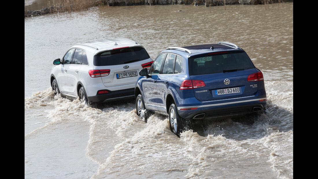 VW Touareg V6 TDI BMT SGR, Kia Sorento 2.2 CRDi, Heckansicht