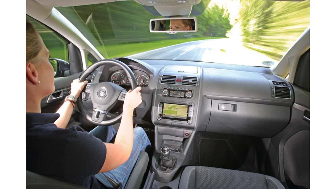 VW Touran 1.4 TSI Ecofuel, Cockpit, Frontscheibe, Fahrer