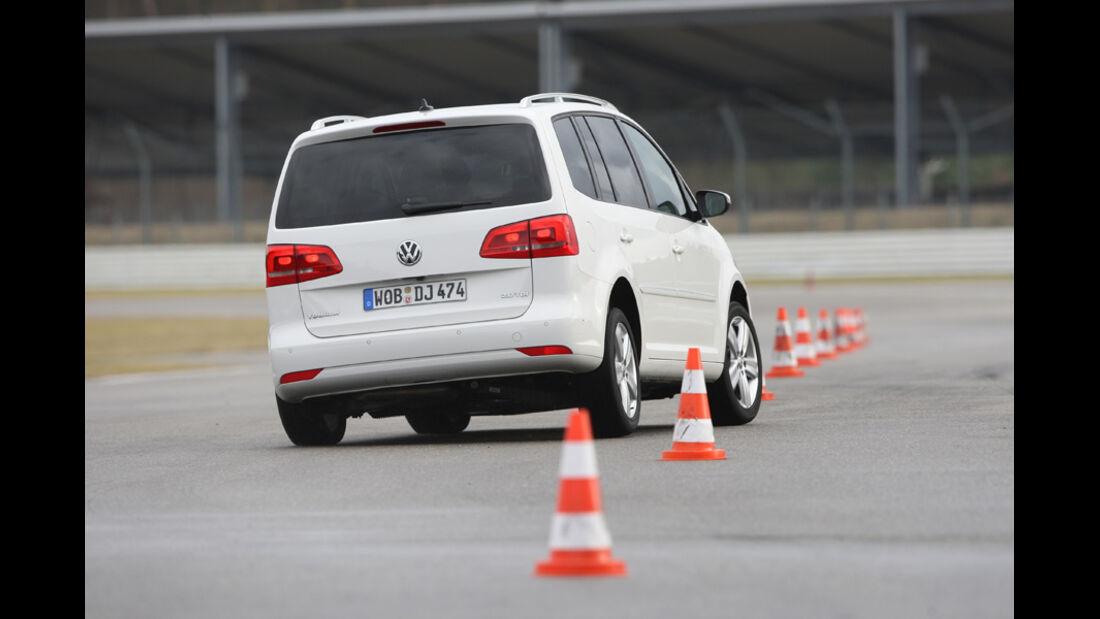 VW Touran 2.0 TDI Highline, Heck, Slalom