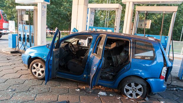 VW Touran Erdgas Tankstelle Explosion