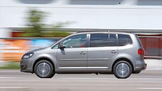 VW Touran TSI Ecofuel, Seitenansicht, Fahrt