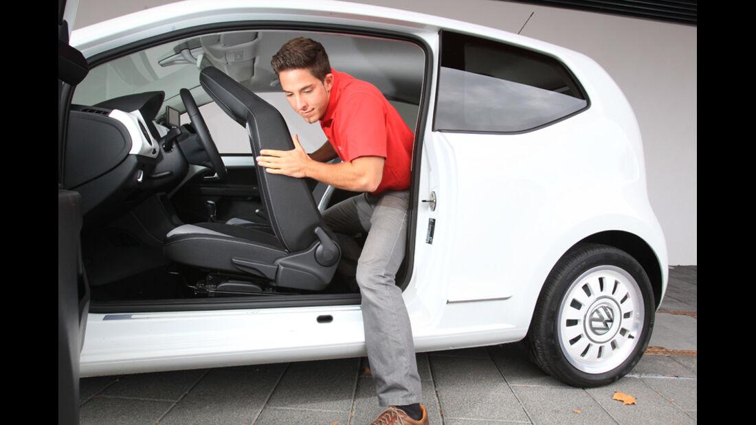 VW Up 1.0 White, Rückbank, aussteigen