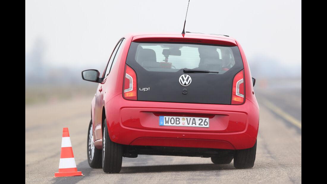 VW Up, Heckansicht, Slalom