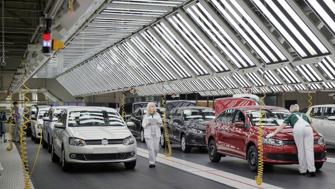 VW bekommt die Krise auf dem russischen Pkw-Markt zu spüren.