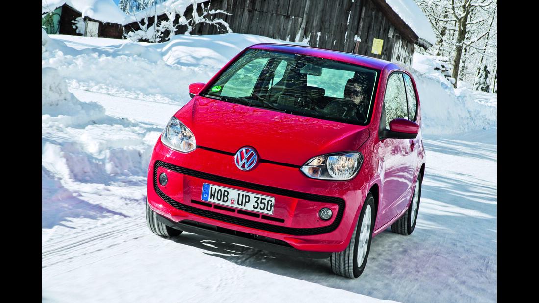 VW up im Schnee
