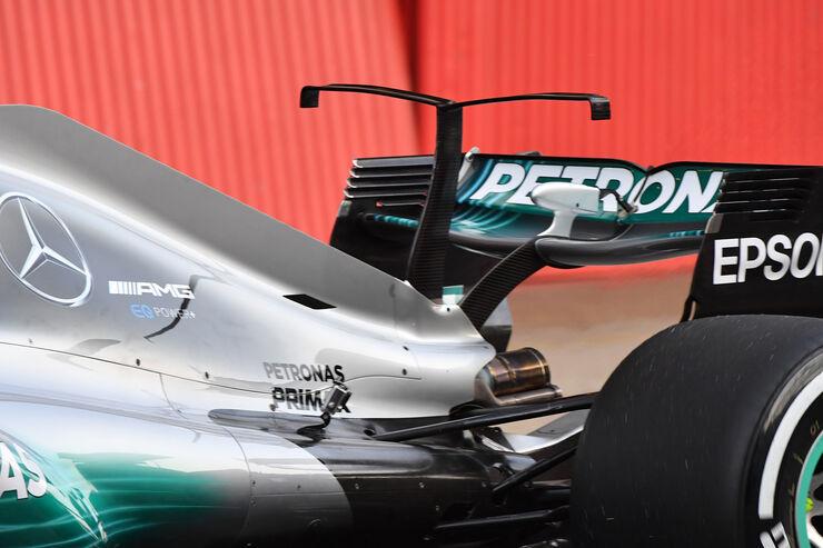 https://imgr1.auto-motor-und-sport.de/Valtteri-Bottas-Mercedes-F1-Test-Barcelona-27-Februar-2017-fotoshowBig-4ce9b229-1009292.jpg