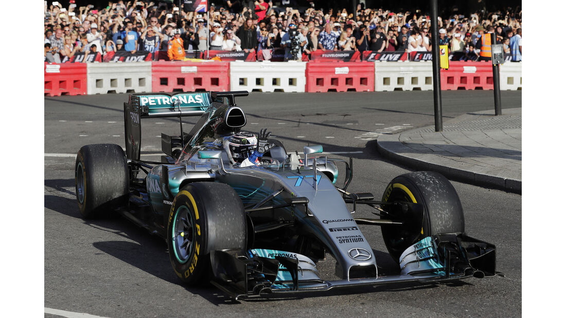 Valtteri Bottas - Mercedes W06 - F1 Live Show - London - 2017
