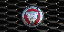 Vergleichstest, Mazda CX-5 und Jaguar E-Pace, Jag Logo
