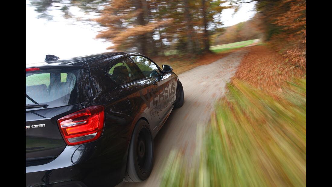 Versus-BMW M135i, Seitenlinie