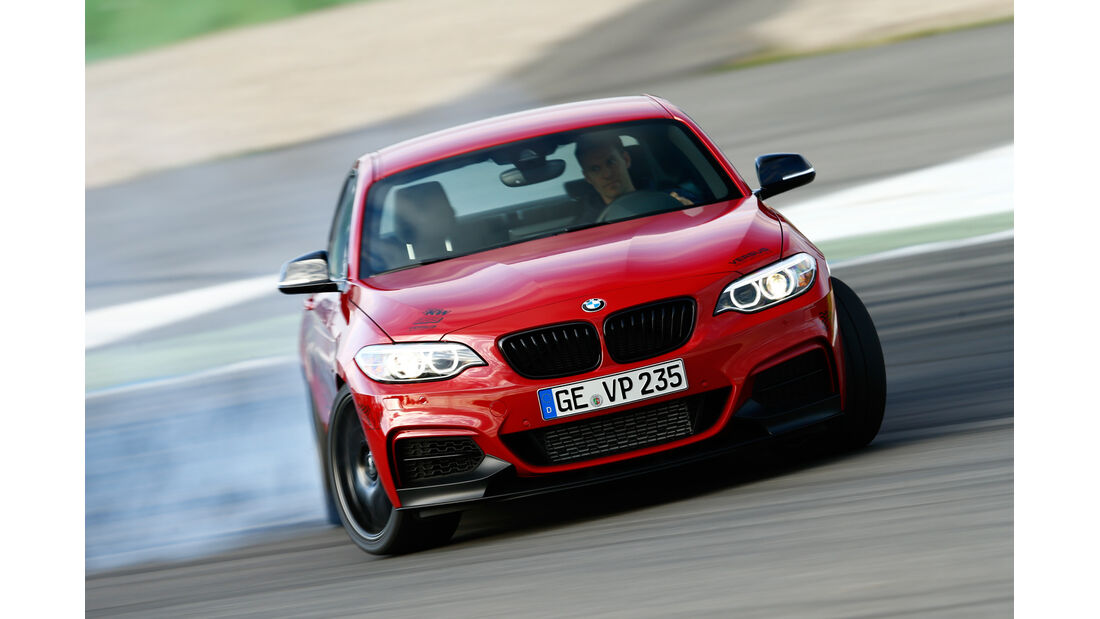 Versus-BMW M235i, Frontansicht, Driften