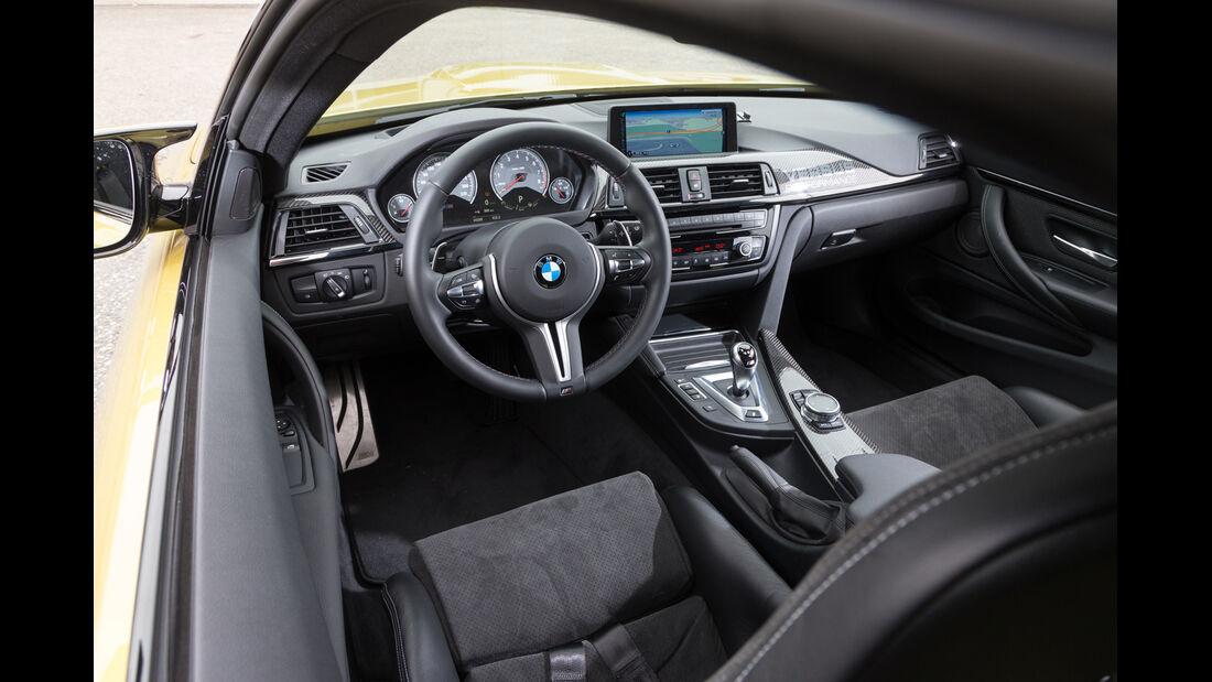 Versus BMW M4 Coupé, Cockpit