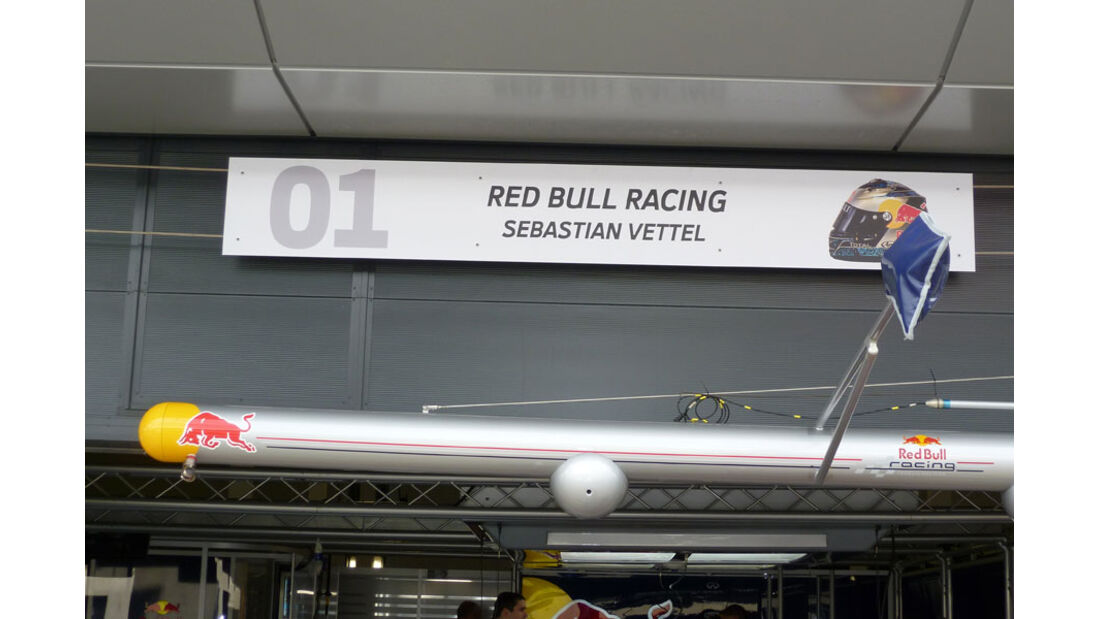 Vettel-Box - GP England - Silverstone - Do. 7. Juli 2011