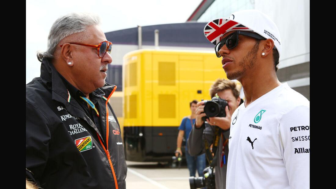 Vijay Mallya & Lewis Hamilton - Formel 1 - GP England - Silverstone - 5. Juli 2014