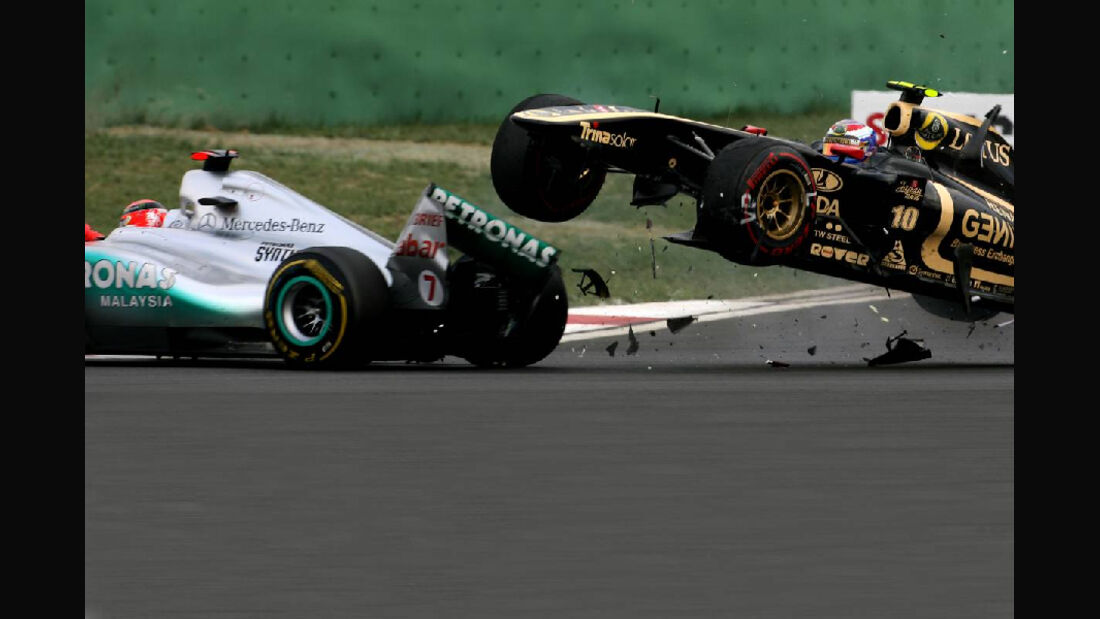 Vitaly Petrov GP Korea Crashs 2011