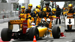 Vitaly Petrov - Renault