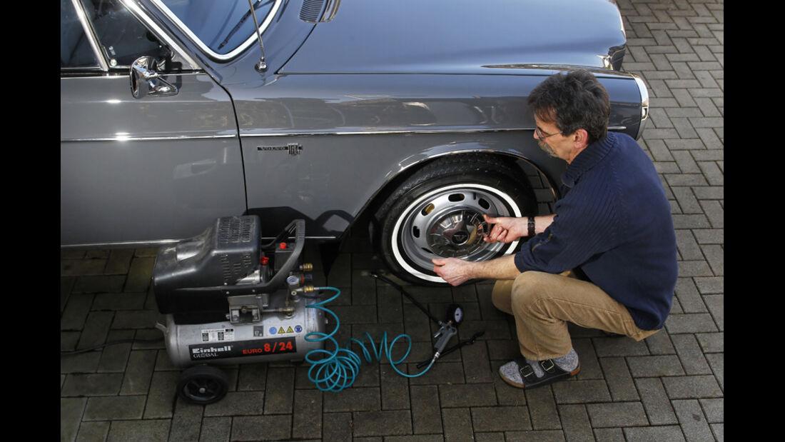 Volvo 164, Garage, Vorderrad, Luftdruck-Kontrolle, Heinz Vollmerhausen