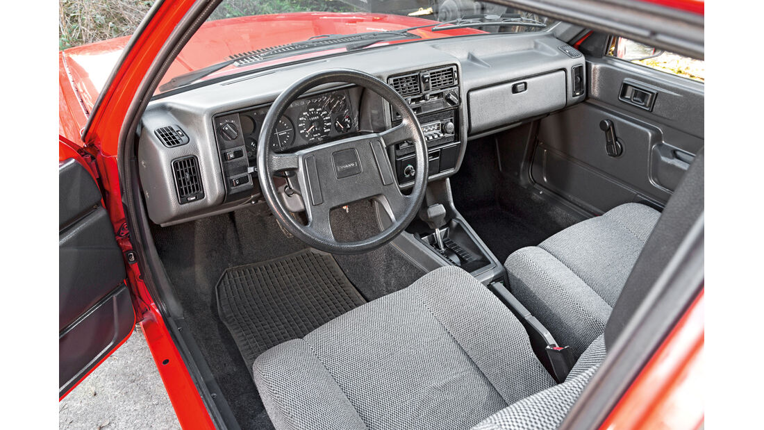 Volvo 343L, Cockpit