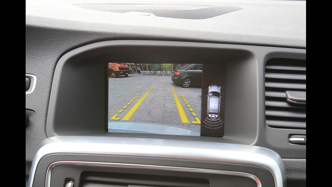 Volvo S60 2.0T Summum, ams 19/2010, Bildschirm Einparkhilfe