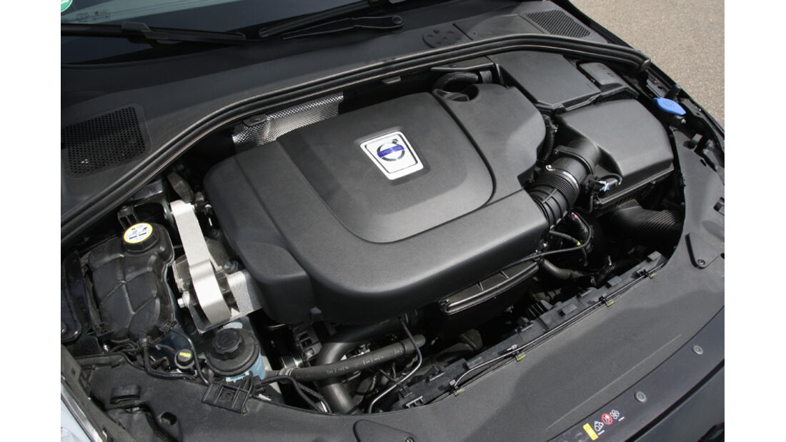 Volvo S60 D5, Motorraum, Motor