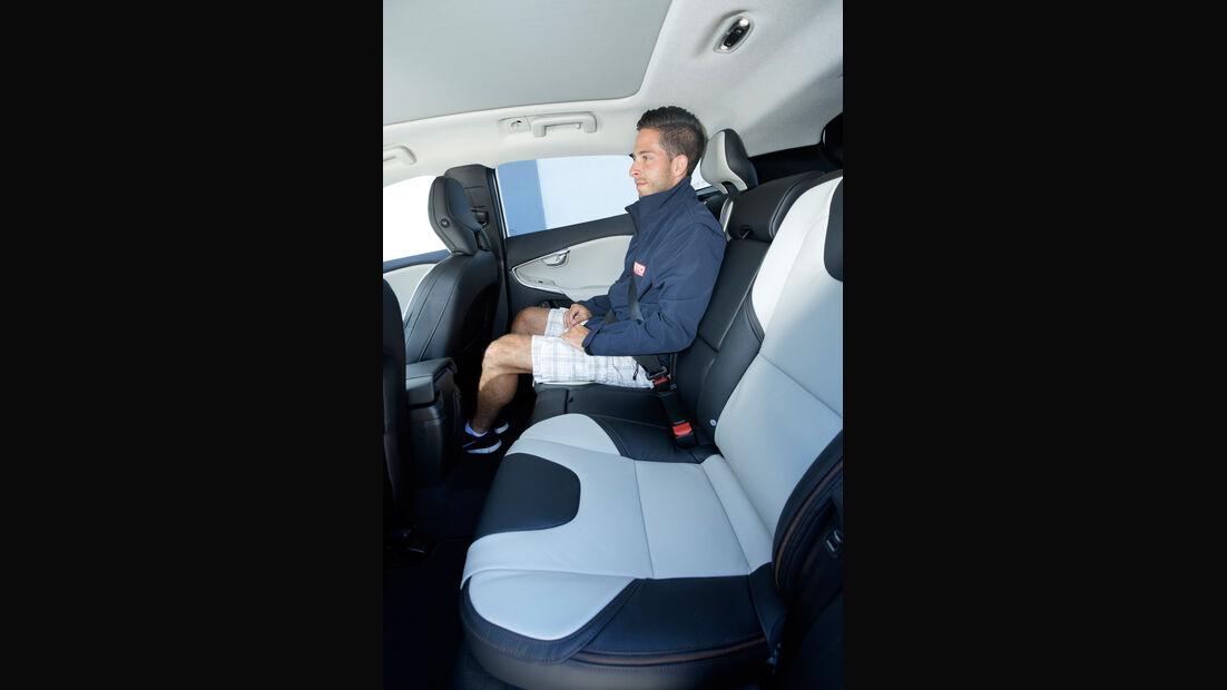 Volvo V40 Cross Country T4 AWD Summum, Rücksitz, Beinfreiheit